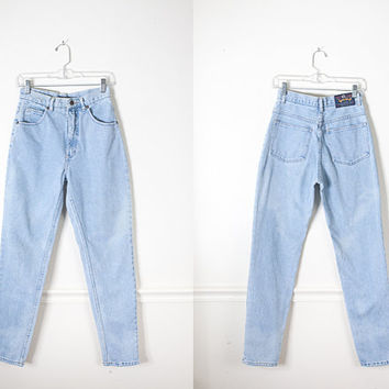 1990s High Waist Jeans / High Waist Denim Jeans / Vintage 90 Light Blue Denim Jeans / Relaxed Fit Boyfriend Jeans / Mom Jeans / Soft Grunge