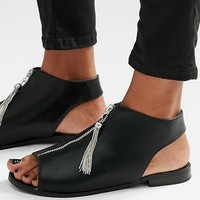 New Look Gabby Closed In Tassel Zip Sandal