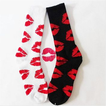 2016 New Fashion Cute Long Crew Sock Of Red Lip Kiss Pattern For Men Women Skate Hiphop Fixed Gear Black And White Sox