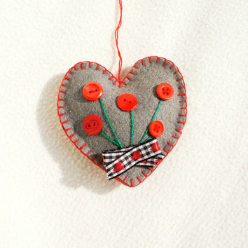Heart ornament felt,  grey, with button flowers, Mother's day,  Birthday gift, Wedding, Valentine's day, home decor, Chrismas ornament