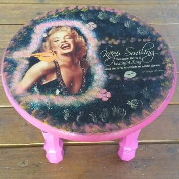 Rustic Marilyn Monroe End table, Side Table Stool, 3 legs Side Table, Bohemian, Marilyn Monroe table, Round table, Round End, Keep Smiling