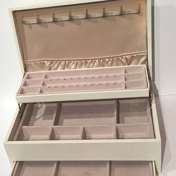 Vintage Faux Leather Mele Jewelry Box, 3 Tiered Jewelry Box and Hooks, Mele Cream Color Jewelry Case with Tan Lining, Large Jewelry Case Box