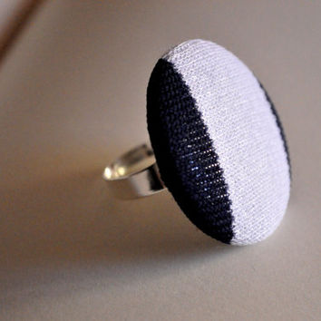 Ring with lined button