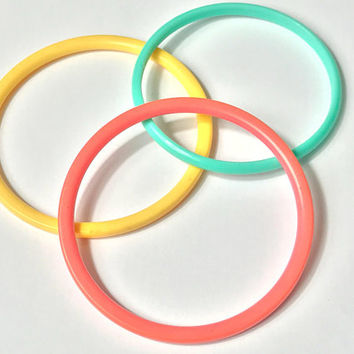 90s Plastic Bangle Bracelet Set / Green Yellow Pink Round Bangle Bracelets / Cute Trendy Pastel Grunge Bracelets / Stacked Bangle Bracelets