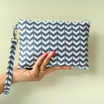 Bridesmaid Gift, Bridesmaid Clutch, Bridesmaid Wristlet, Zipper Pouch, Chevron Clutch Wristlet Gray Color