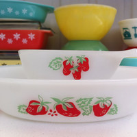 Rare Agee Pyrex Strawberry ramekins!! x2 Australian Crown Pyrex dishes with adorable strawberry pattern! Pair of vintage dessert dishes.