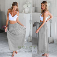 White Chest Wrapped Split Sling Put on a Large Gray two-piece Dress
