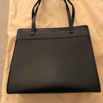 DCCKV2S Louis Vuitton authentic EPI leather shoulder Bag with Dustbag