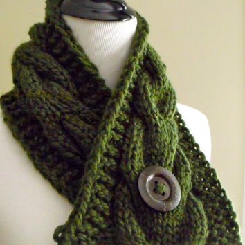 Women's Chunky Cable Knit Short Scarf in Forest Green with an Espresso Brown Natural Wood Button