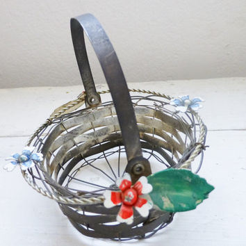 Small wire basket, rustic flower basket, vintage floral basket, metal wire basket, moveable handle, rustic home decor, shabby chic decor