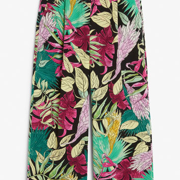 Flowy trousers - Print perfection - Trousers & shorts - Monki GB