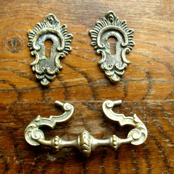 Vintage Ornate Drawer Pull Handle and Two Small Escutcheons - Steampunk Supplies, Secret Scrapbooking, Furniture Restauration (L-2)