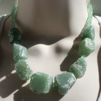 Raw Aventurine Nugget Statement Necklace, Chunky Quartz Natural Stone Necklace, Rough Cut Stone Quartz, Hammered Crystal Gemstone Necklace