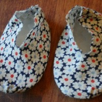 Padded Sole Baby Booties with Daiseys of Red and Blue Centers | rocksntwigs - Children's on ArtFire