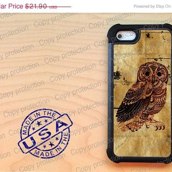 SALE Owl iPhone 5 case with extra protection - Wild animal iPhone 5 hard case, 2 piece rubber lining case