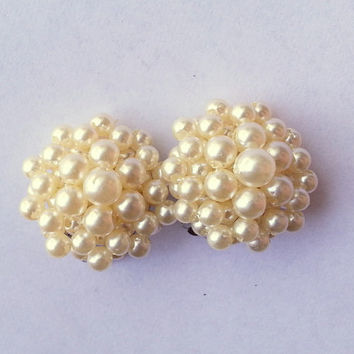 Vintage Faux Ivory Pearl Cluster Earrings - Clip On Earrings - Bridal Earrings - Cluster Bead Clip Earrings - Ivory Beaded Earrings