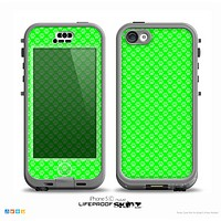 The Subtle Green Paw Prints Skin for the iPhone 5c nüüd LifeProof Case