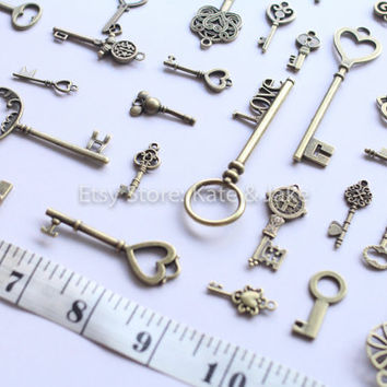 NEW 25 vintage antique style skeleton keys bronze charms pendants