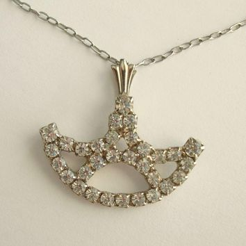 Retro Rhinestone Pendant Necklace Boat Shaped Sparkling Jewelry