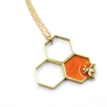 Bee pendant honeycomb, Resin jewelry. honey, Modern jewelry. contemporary OOAK, amber