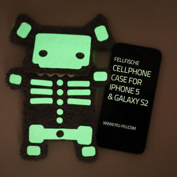 Fluffy Cellphone Case - Halloween Edition Skeleton - Various Sizes (iPhone 5, 6 & Galaxy S3/S4)