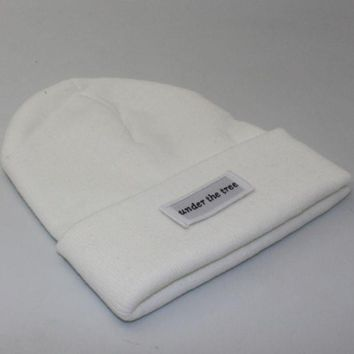 PEAPJ1A Under the tree patch lettering knit hat White