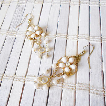 White and Gold Rhinestones and Flowers Dangle Earrings