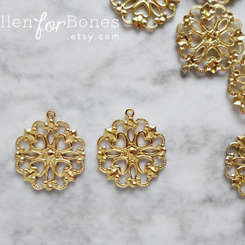 10pcs ∙ Small Round Filigree Heart Lace Wrap European Vintage Ornate Victorian Charm Jewelry Supplies
