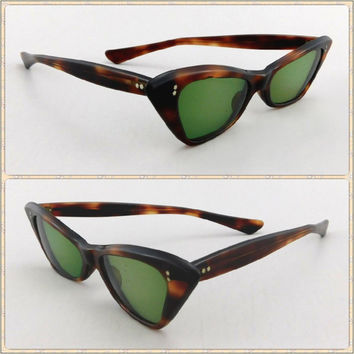 ed0871cbcd Vintage 1950s Cat Eye Sunglasses   50s Cateye Glasses   Vintage
