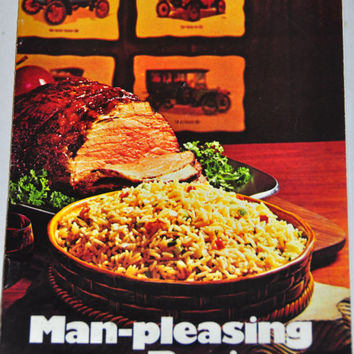 1970's Recipe Booklet. Published by the Rice Council, 1971. Color Photographs. Rice Recipes. 13 Pages.