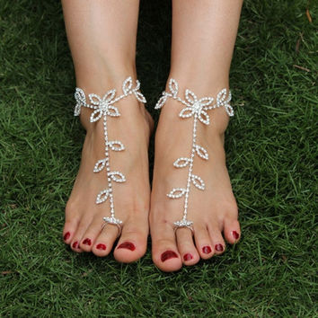Barefoot beach sandals Bridal/wedding diamante anklet foot jewellery 0100 (Color: White) = 5658252993