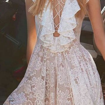 Lace flounced lace put on a large irregular short in front long dovetail skirt dress