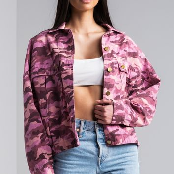 AKIRA Short Collar Button Up Long Sleeve Denim Jacket in Pink Camo
