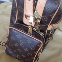 LOUIS VUITTON MESSENGER TRAVEL UNISEX BAG PURSE LUGGAGE EXCELLENT CONDITION