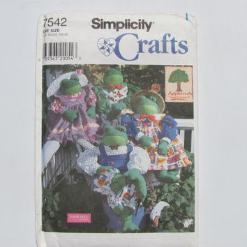 Simplicity Craft 7542 Frog and Clothes Stuffed Animal Pattern