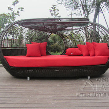 FOLKS AND FUTURE Luxury Outdoor Rattan daybed with canopy