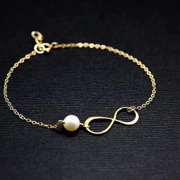 Infinity bracelet.Gold Filled Birthstone jewelry.  genuine Freshwater Pearl. friendship to infinity. Bridesmaid gifts.