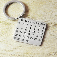 Personalized calendar key chain-save special date-mark heart-highlight anniversary-hand stamp-alloy-wedding,birth­day
