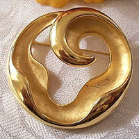 Round Wavy Pin Brooch Satin Gold Tone Vintage FO Signed Swirl Open Center