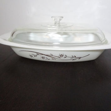 Vintage Pyrex 1.5 Quart Casserole/Baking Dish with Gold Floral Design and Lid