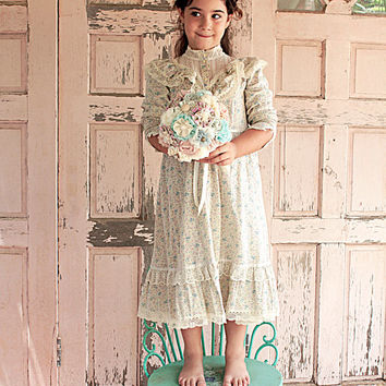 Amazingly Beautiful Vintage Dress for Girls in Romantic Victorian Style
