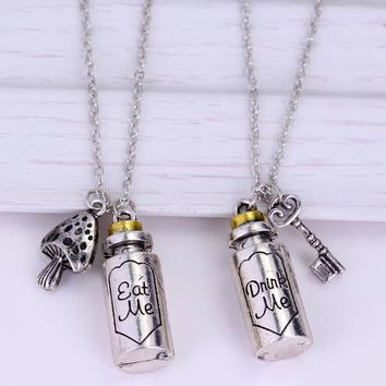 SG Movie Alice in Wonderland Metal Necklace High Quality Cute Eat Me Drank Me Bottle Pendants Necklaces For Christmas Day Gift