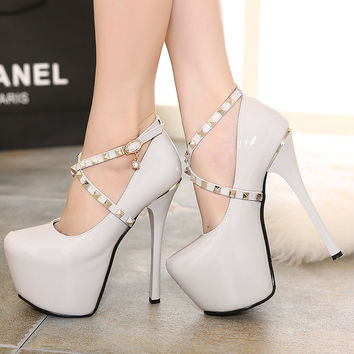Rivet Pointed Toe High Heel Water Proof Waterproof Shoes = 4814698820