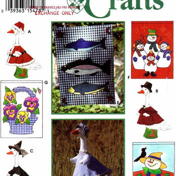 Simplicity Craft Sewing Pattern 9019 Home Decor Porch Flag Lawn Geese Goose Holiday Christmas Decoration Uncut