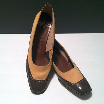 2 Tone Vintage Spectator Pumps De Liso Debs Suede Heels Brown Patent Leather Pinup Womens Shoes US Size 8 AAA Hawk Vintage Clothing