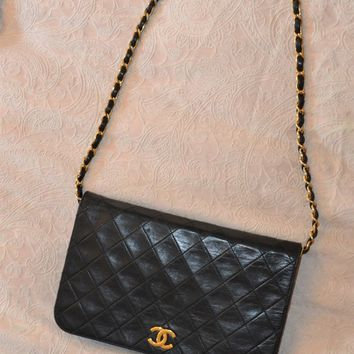 CHANEL BLACK QUILTED LAMBSKIN VINTAGE SMALL CLASSIC SINGLE FULL FLAP BAG HB1709