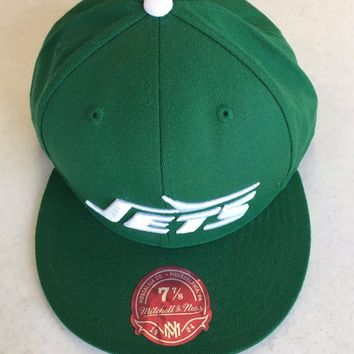 RETRO MITCHELL AND NESS NEW YORK JETS GREEN WHITE BOTTOM FLAT BRIM FITTED HAT
