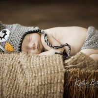 Baby Owl or Owlette Crochet Hat and Diaper cover set 0-3 months. Also available in newborn, or 3-6 month size. Newborn Photo Prop Halloween