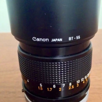 Canon fd 85 mm F/1.8 lens with case bt-55 bayonet camera leather, vintage, japan, snap case, black