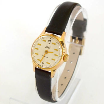 Small Womens Watch Zaria (Dawn). Vintage Russian Women Watches. Gold Plated Womens Watches. Rare Mechanical 70s Watch For Women. Retro Watch